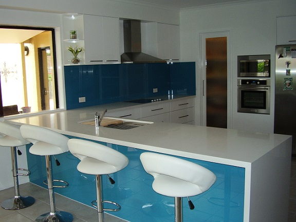 Breakfast bar with waterfall end.