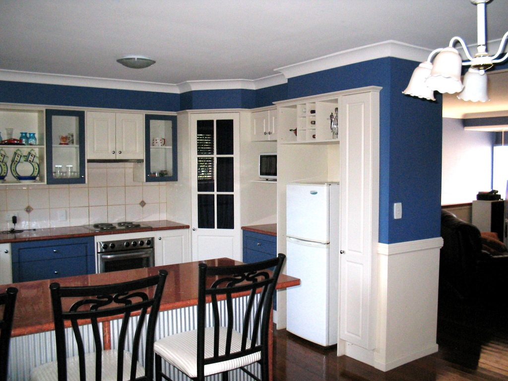 Third image of the patterned door kitchen done with two colors (deep blue and antique white) and gloss laminate bench top.